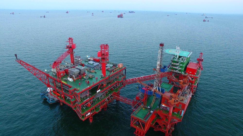 假期不休息!渤海湾最大原油处理平台中心三号加紧施工