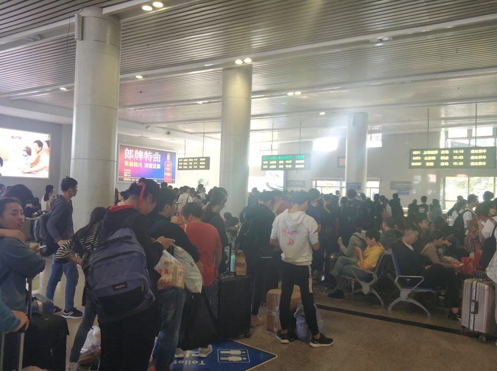 刷新纪录 淄博火车站单日发送旅客突破4万大关