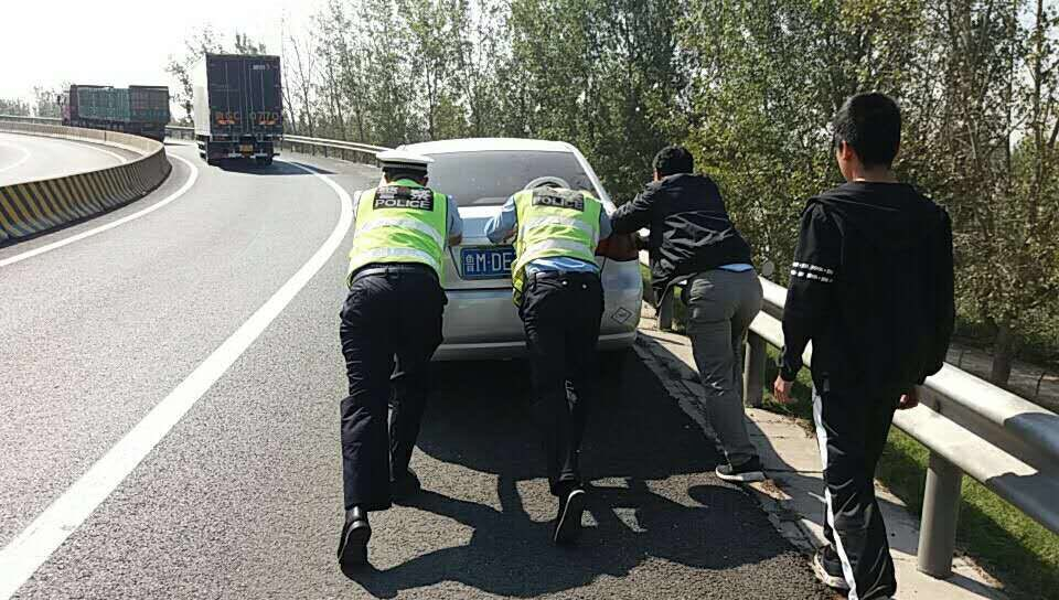 国庆期间滨莱高速淄博段通行近70万辆次 未发生人员伤亡事故