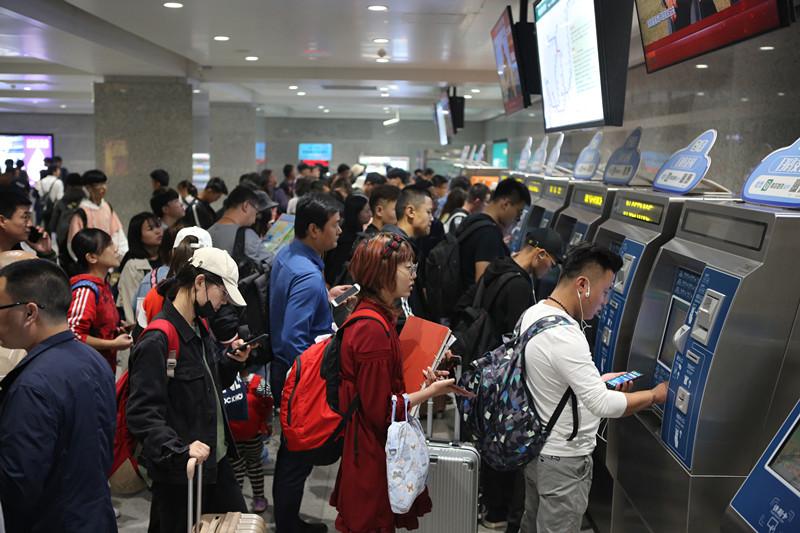 国庆长假 青岛地铁总客流达374.80万人次