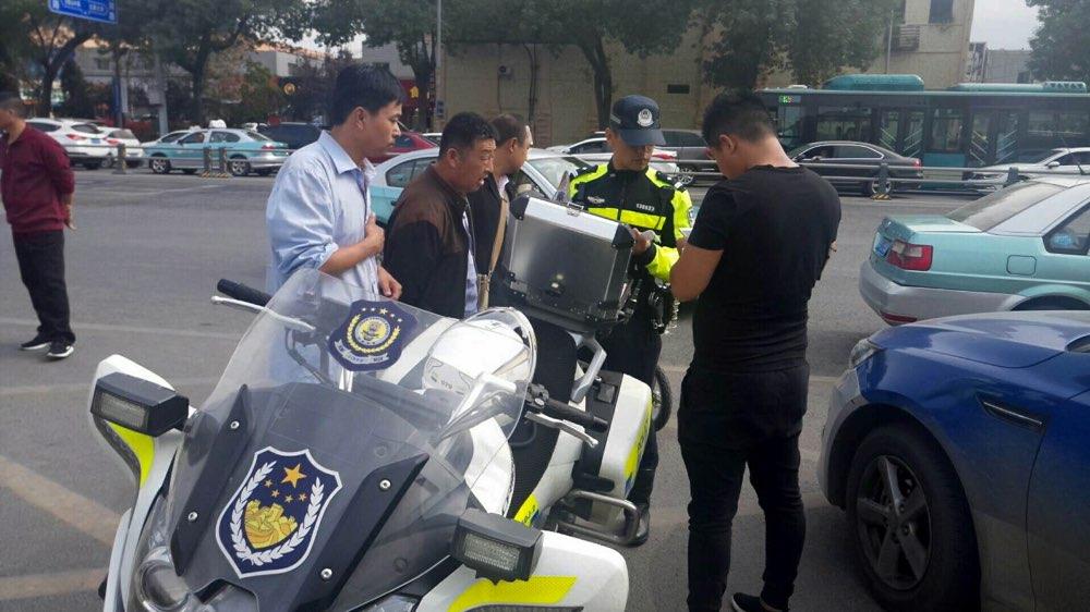 济南:胆大!伪造驾驶证开出租车拉客被查