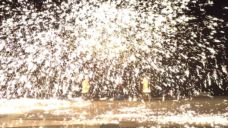 """铁花纷飞、火星璀璨…45秒视频带你看最惊艳的""""千年绝技"""""""
