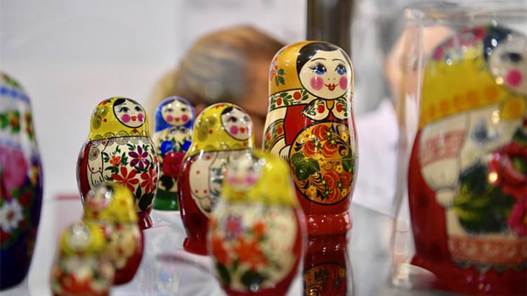 雕塑、手工艺品…69秒视频一览山东文博会上异域风情