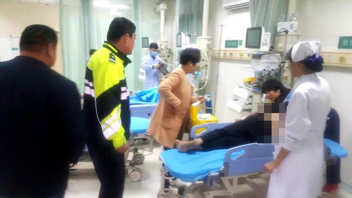 冠县一老人突发脑梗情况危急 高速交警及时救助送医