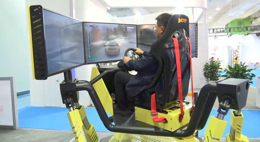 98秒丨炫酷赛车、虚拟互动游戏……文博会这些黑科技等你来体验