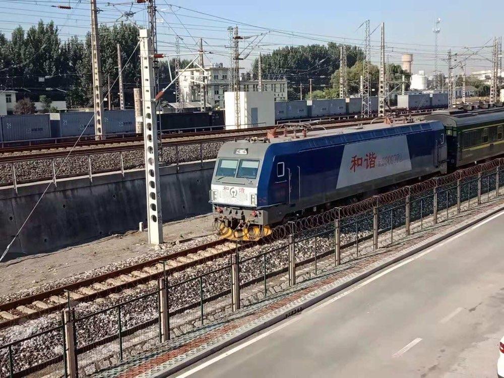 张东线进入电气化时代 迎来首趟电力机车