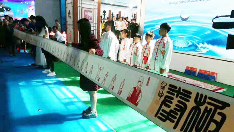 16秒丨德州十米剪纸长卷《八极拳》亮相山东文博会