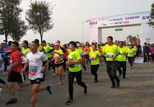 2018跑游山东•马拉松系列赛博兴麻大湖站13日开跑