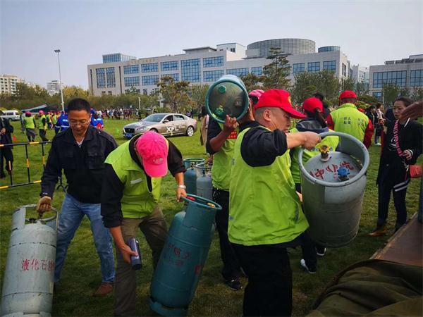 """志愿服务助力荣成国际热气球文化艺术节 擦亮""""城市名片"""""""