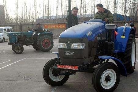 截止目前全省新训拖拉机驾驶员2万余名合格拖拉机手
