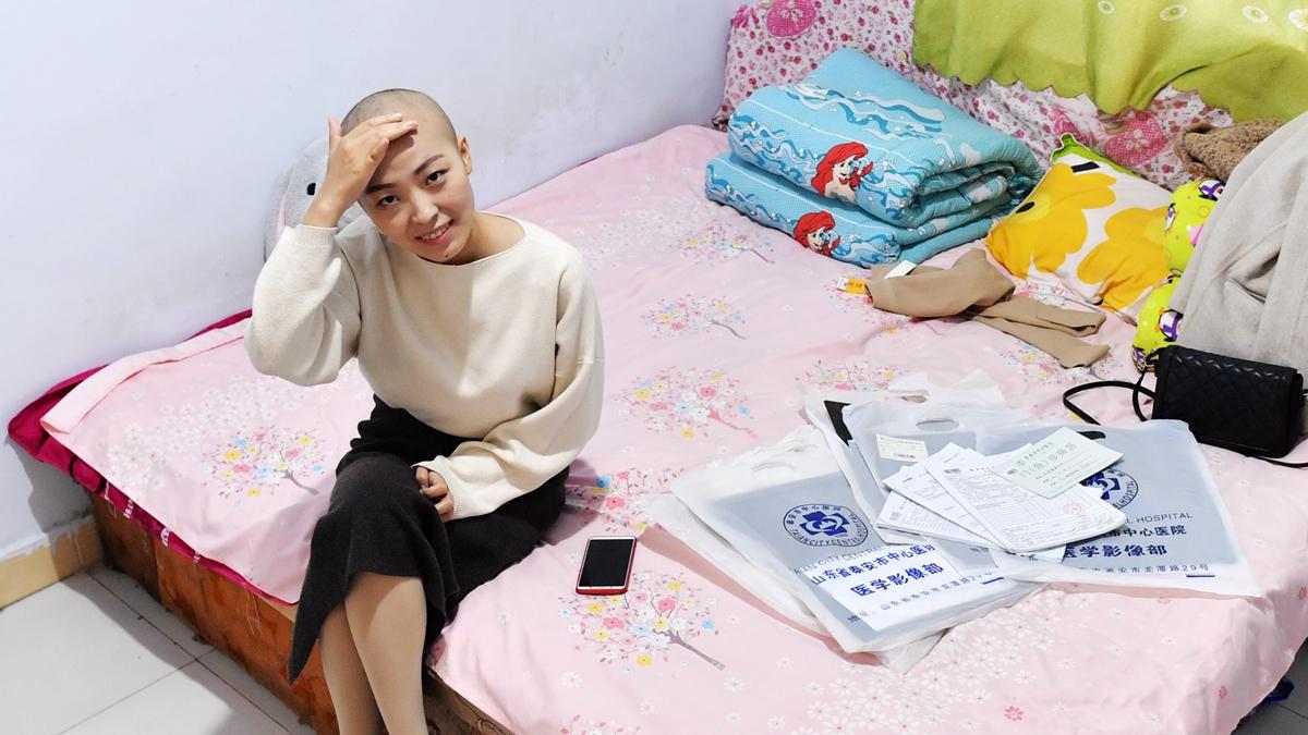美女记者患淋巴瘤无钱医治 10平米出租屋内干微商筹钱