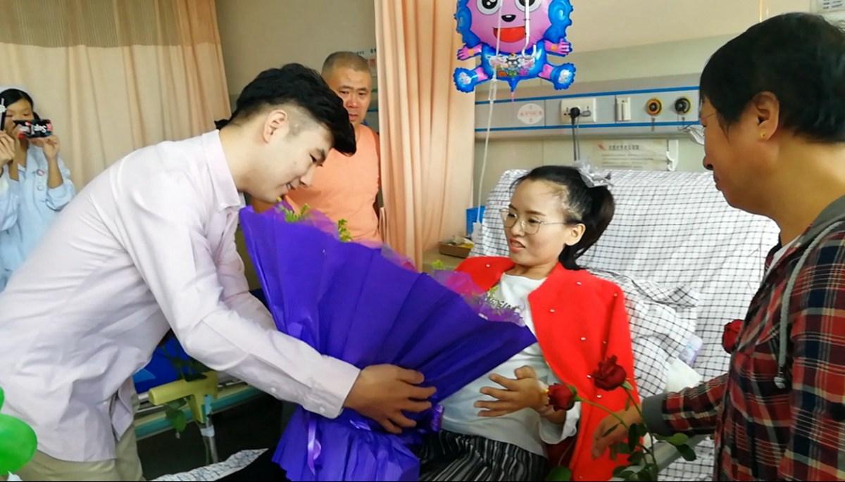 滨州大四女生不幸患癌 男友病房里温情求婚