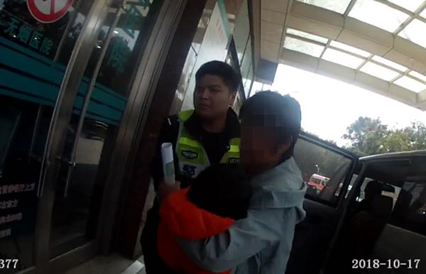 """临沂:三岁男童病情危急 交警相助与""""病魔""""赛跑"""