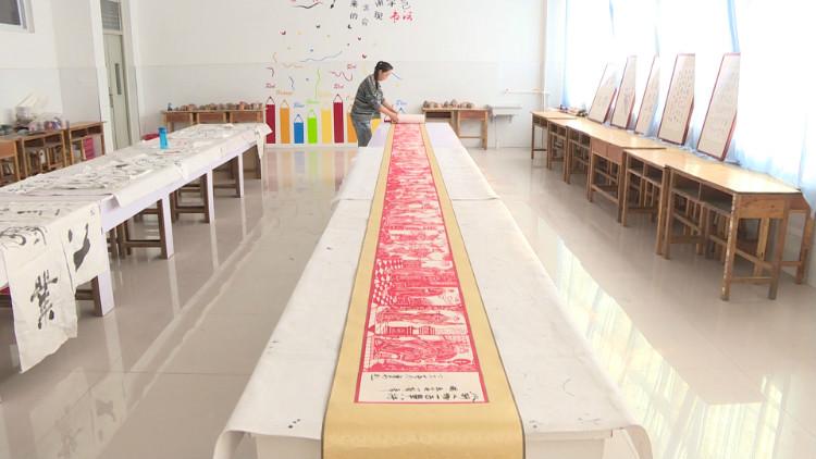 82秒丨耗时两年半 小学老师创作42米《水浒传》人物形象剪纸