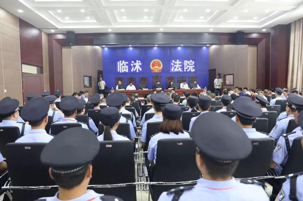 临沭法院对上官伟科等31人诈骗案公开宣判!