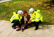 """寿光""""健忘""""老人街头迷路 交警在2小时内帮她回家"""