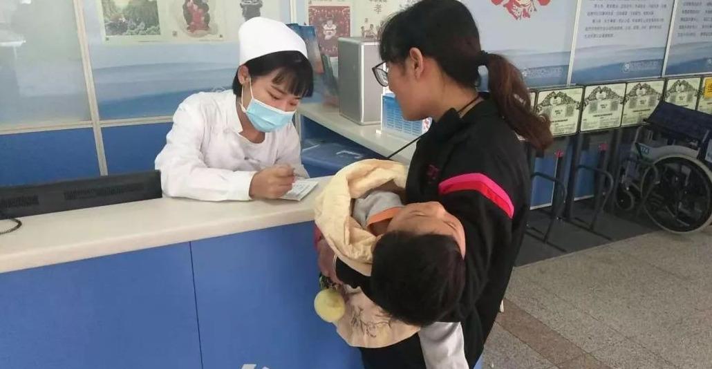 重病幼童转院途中缺氧 济宁交警一路喊话紧急护送