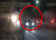潍坊一男子醉驾闯卡 拖行执勤交警300余米