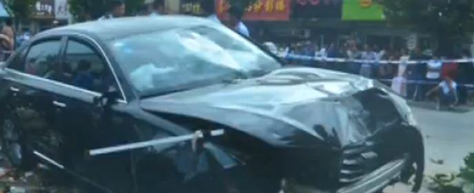 患病驾车酿惨剧 梁山一奥迪司机开车撞飞俩路人