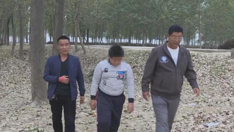 菏泽巨野12岁男孩不慎落水 幸被路人及时救起