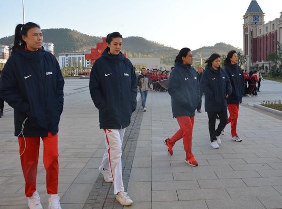 来到沂南一中后,奥运冠军们想对孩子们说……