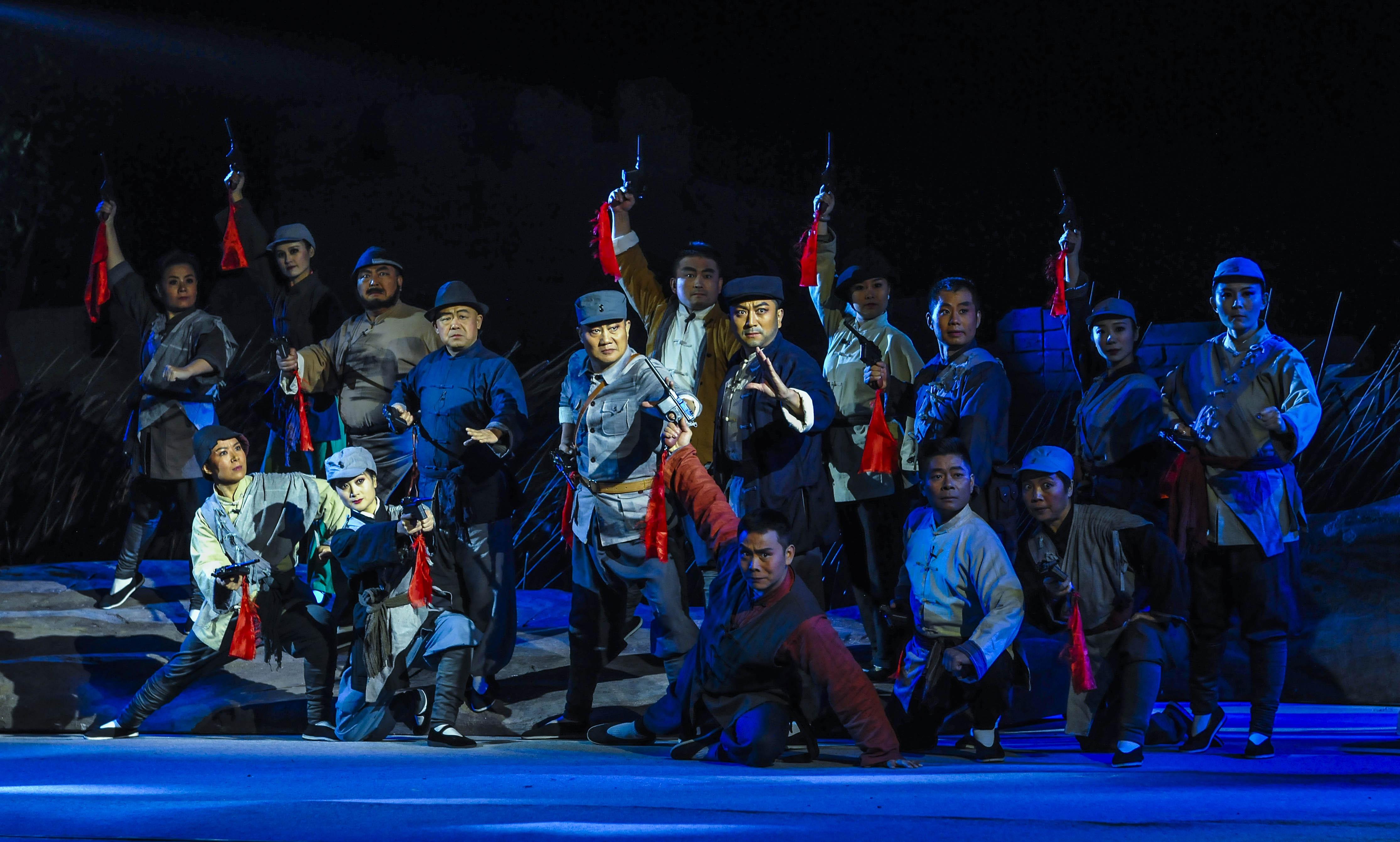 大型现代柳琴戏《芳林嫂》在台儿庄古城精彩上演
