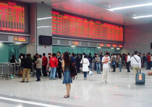 胶济客专设备故障致济南火车站部分列车晚点 目前正恢复通行