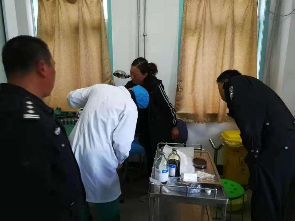交警下班途中遇求助 一路驰聘护送烫伤孩童及时就医