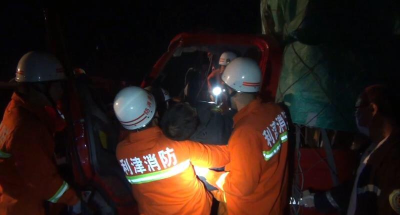 荣乌高速黄河大桥东500公里处3车追尾 东营消防紧急救援