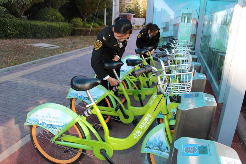 青岛公共自行车注册用户近两万 方便市民最后一公里出行