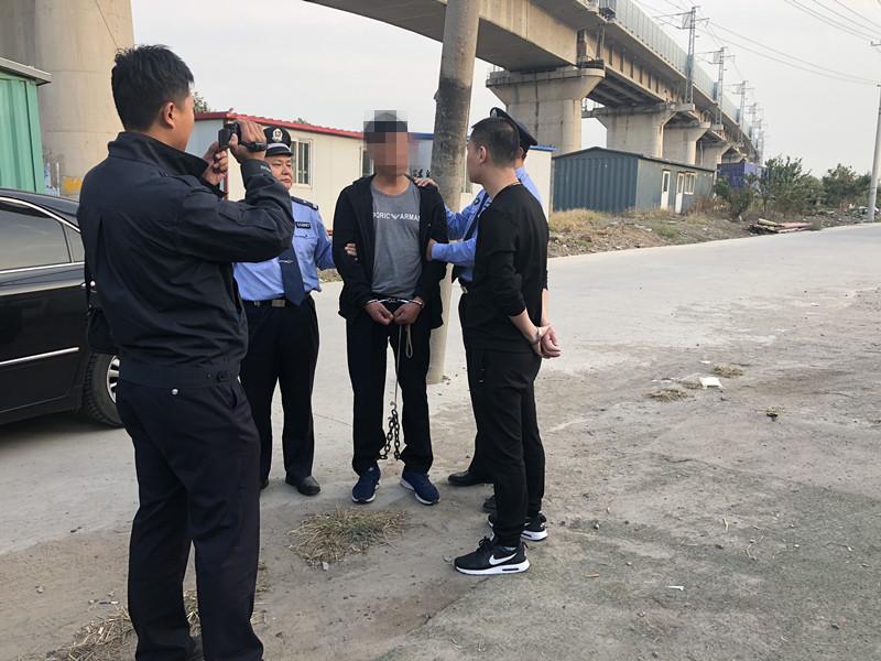 蒙面男入室捅人后潜逃,21年后在江苏落网
