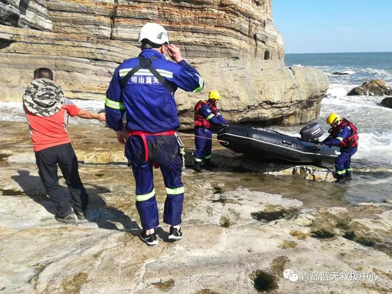 女子脚踝扭伤无法下山 蓝天救援队八仙墩海陆救援