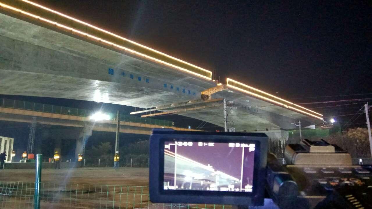 37秒延时还原全过程!滨莱高速跨胶济铁路分离立交桥完成转体