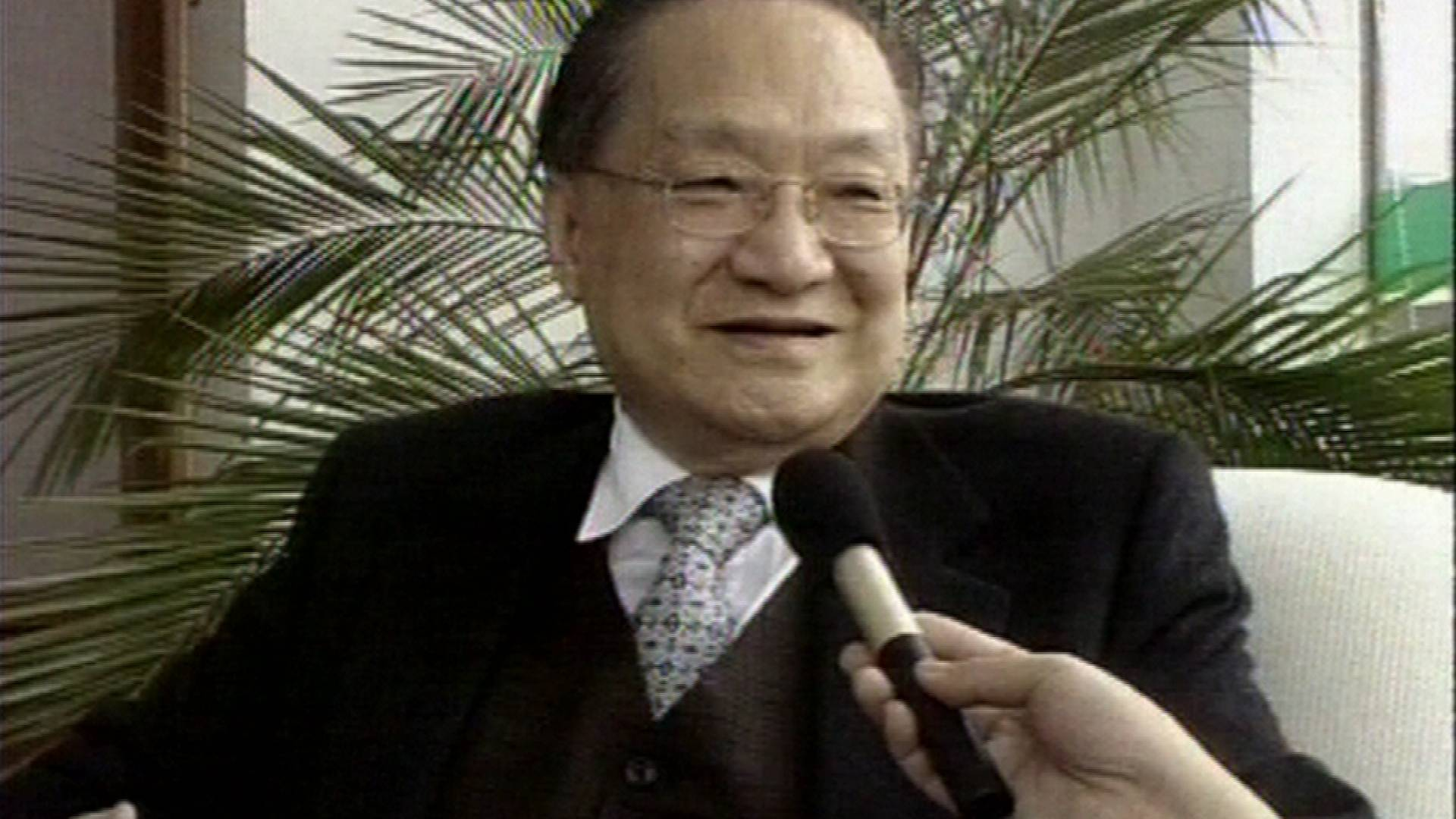 独家!20年前珍贵影像曝光 金庸畅谈围棋江湖
