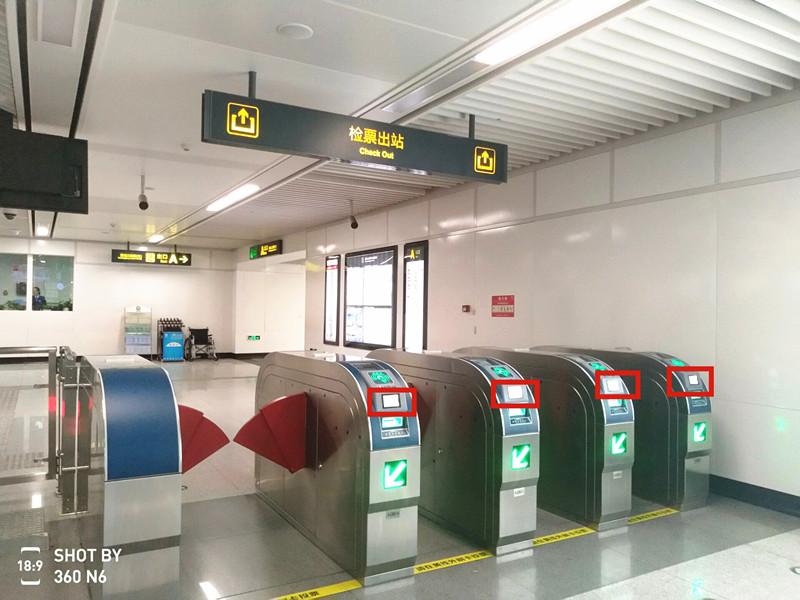 手机一扫轻松坐地铁 青岛地铁全部实现扫码过闸