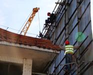 """10年""""高龄""""户外广告牌被拆 潍坊市民头顶上的安全隐患消除了"""