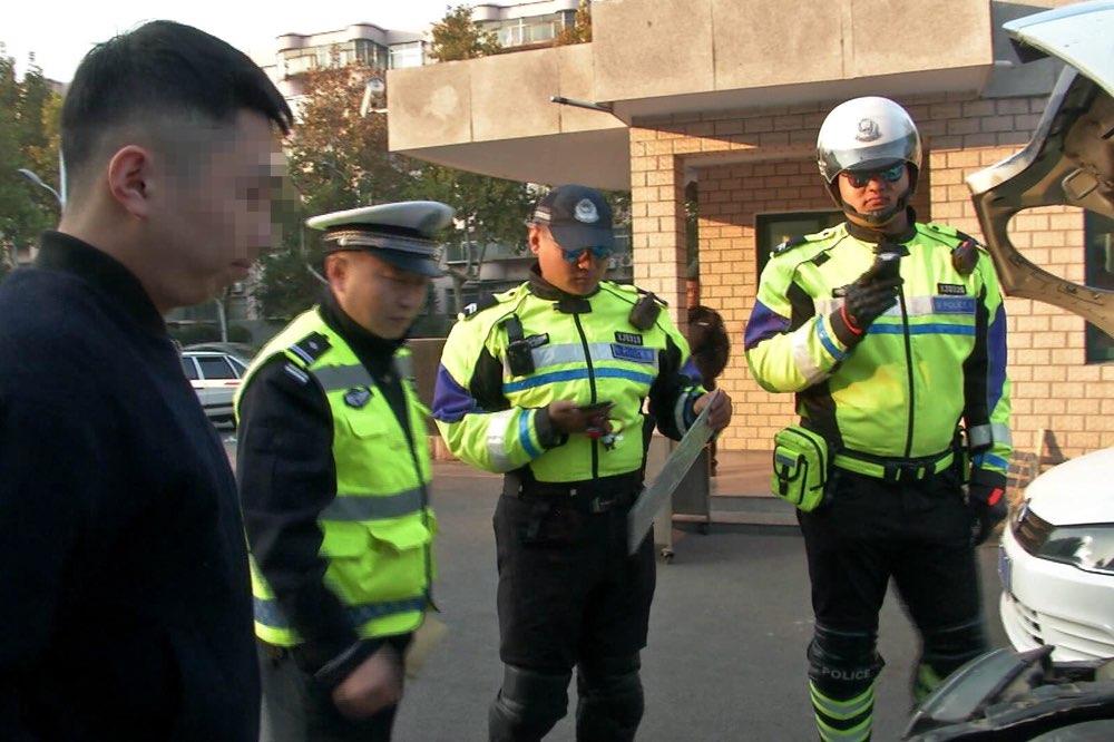 """淄博:车牌竟然套挂四辆车 如此嚣张难逃脱""""天眼"""""""