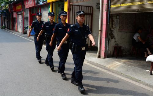 醉酒男怀抱幼儿搭出租被疑拐卖儿童 济宁警方发布通告