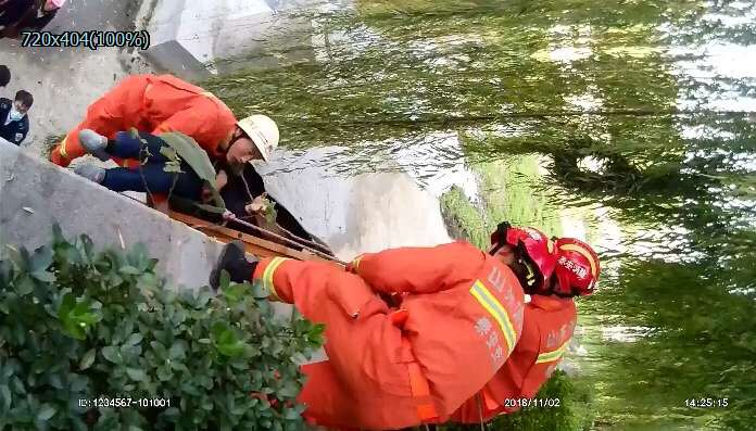 中年男子突发疾病昏迷河道内 泰安消防紧急救援