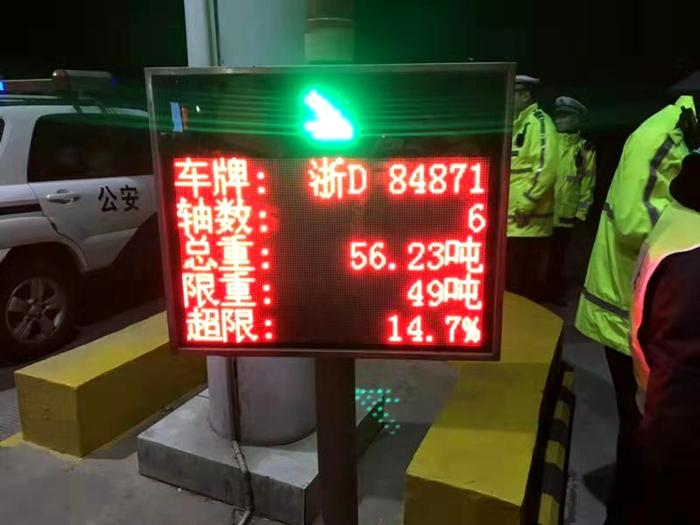 聊城高速交警专项整治超限超载货车 查扣超载车辆19辆