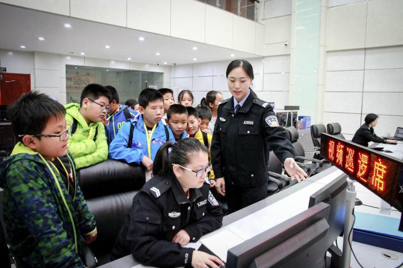淄博:小记者进警营 争做文明小使者