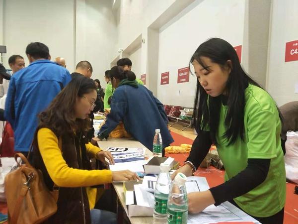 青春风采,无私奉献!868名青年志愿者热情服务2018枣庄国际马拉松