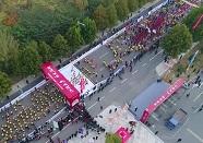 7000余名跑友冲出起跑线!航拍2018枣庄国际马拉松起跑瞬间