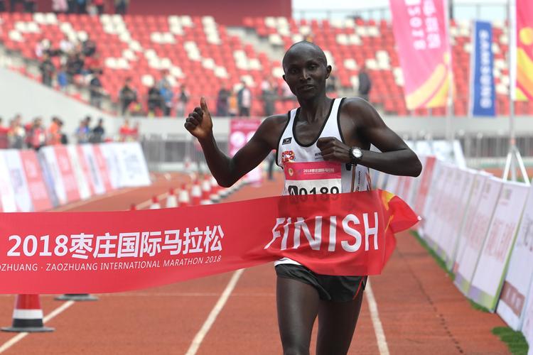 2小时24分14秒!2018枣庄国际马拉松全马男子组冠军诞生