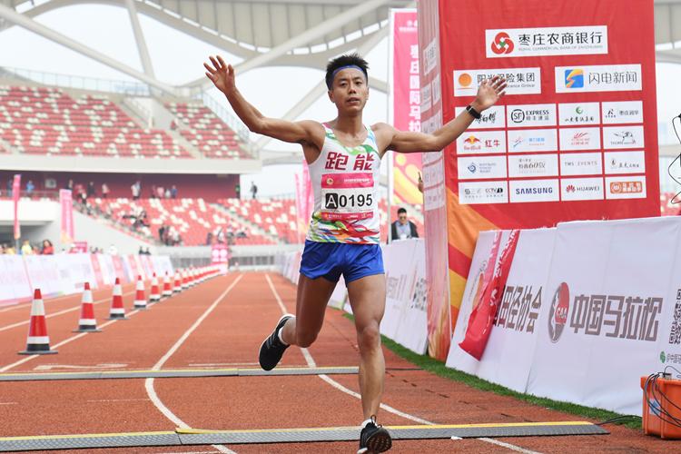 组图:放肆跑!直击2018枣庄国际马拉松全马选手风采