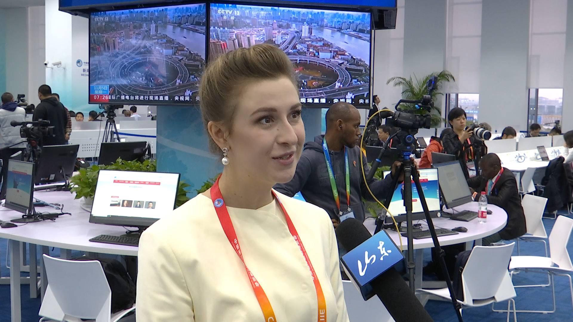 52秒|凌晨两点,乌克兰籍中阿卫视美女记者行动了,只为这件事!