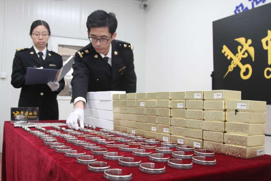 青岛海关截获价值22万超量邮递进境银制饰品