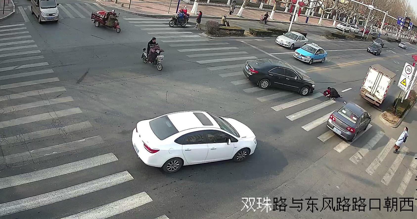 青岛公示46起不礼让斑马线交通违法 类似行为将加大处罚