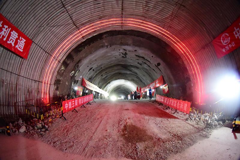 青岛地铁1号线海底隧道贯通 隧道内如何排水你知道吗?