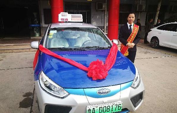 济南首辆新能源出租车挂牌运营 充满电可行驶400公里